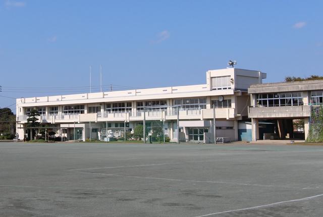増穂小学校徒歩約4分